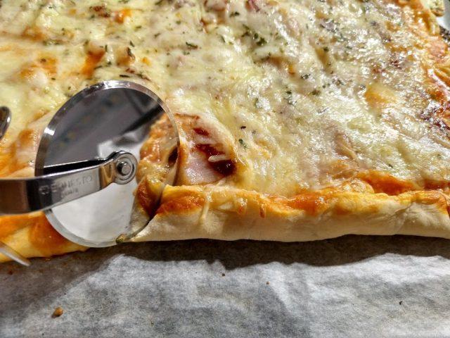 pizza casera borde relleno de queso
