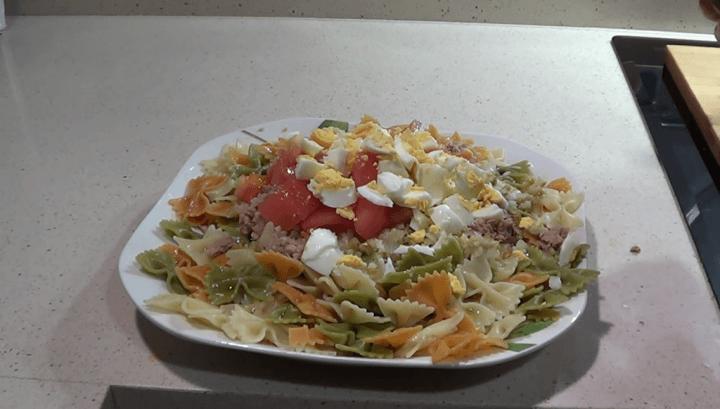 Una ensalada de pasta vegetal hecha con la Thermomix tm5