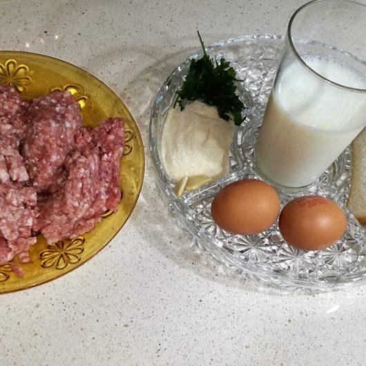 ingredientes para hacer los filetes rusos.