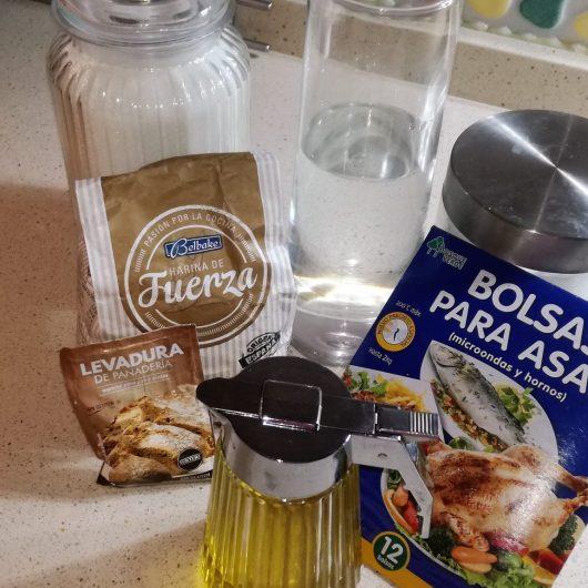 Ingredientes para hacer el pan casero.