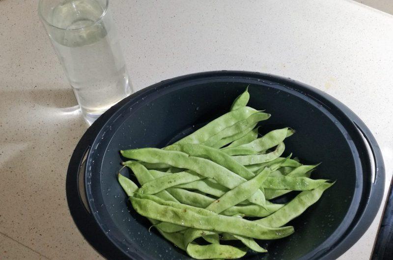 Ingredientes para cocer las judías al varoma.
