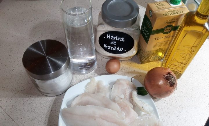 Los ingredientes necesarios para hacer merluza en salsa