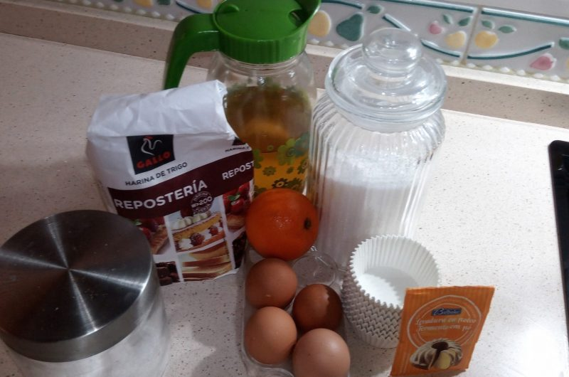 Ingredientes de magdalenas de naranja en Thermomix tm5.