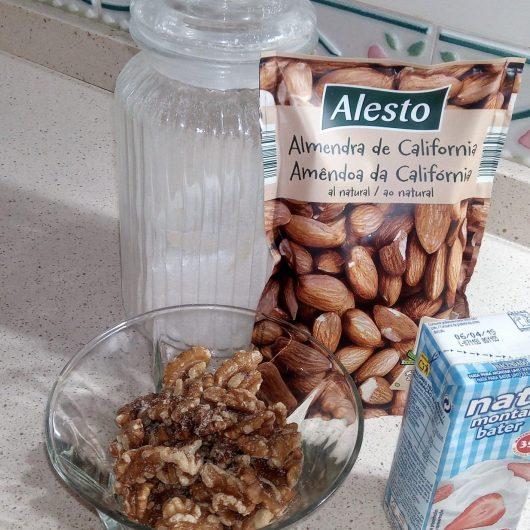Ingredientes para hacer el turrón de nata y nueces en Thermomix.