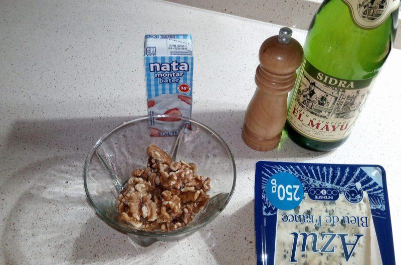 Ingredientes para hacer paté de queso azul y nueces en thermomix