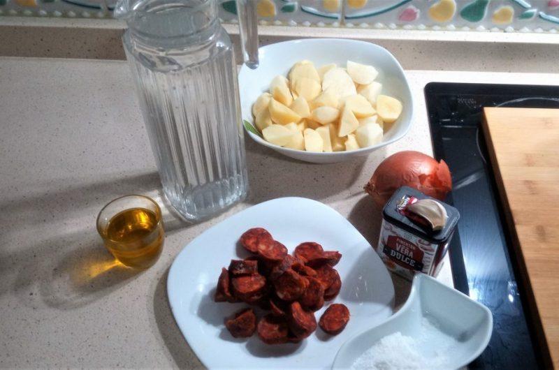 Ingredientes para hacer patatas a la riojana en la Thermomix tm5