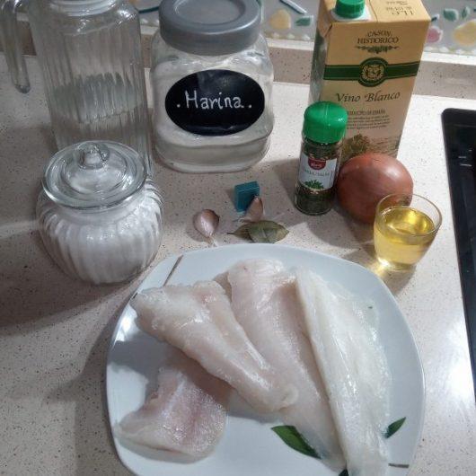 Ingredientes para hacer merluza en salsa al varoma de la Thermomix