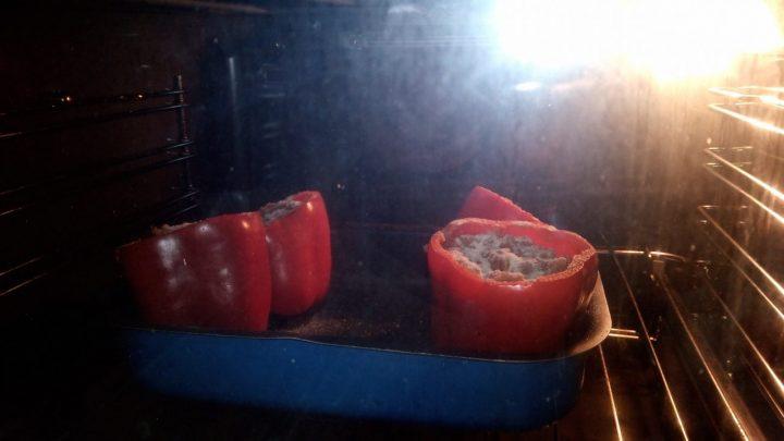 Poner los pimientos al horno