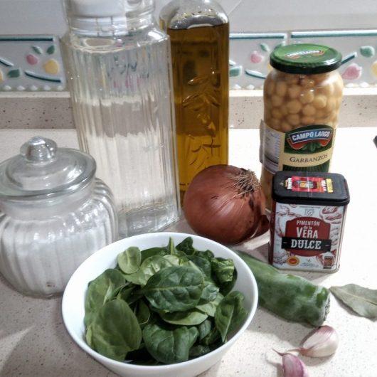 Ingredientes para hacer garbanzos con espinacas en Thermomix