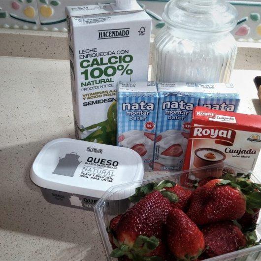 Ingredientes para hacer el flan de fresa y queso en Thermomix tm5