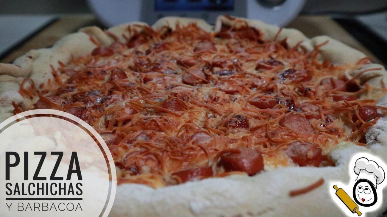 Pizza de salchichas y barbacoa