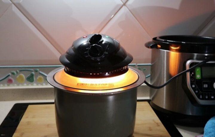 Poner la tortilla de patatas para hacer con el cabezal de horno de la Olla GM