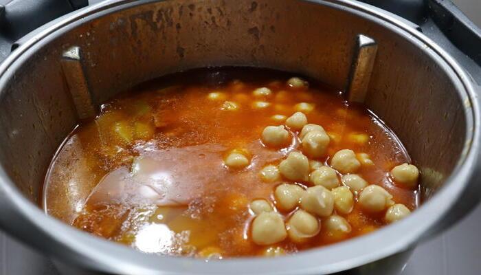 Potaje de garbanzos con calabacín