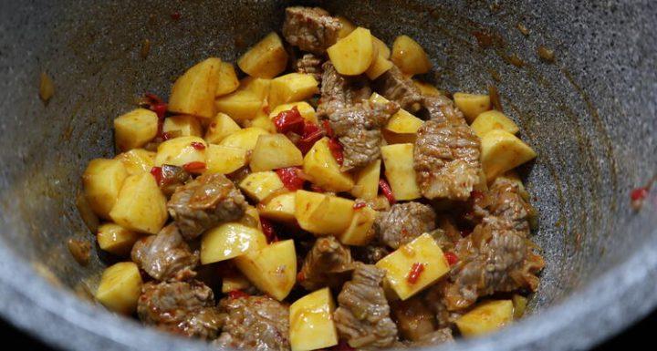Hacer guiso de patatas con carne en la Olla GM G