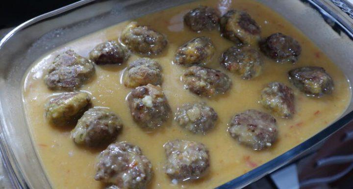 Metemos las albóndigas en el horno con junto a la salsa
