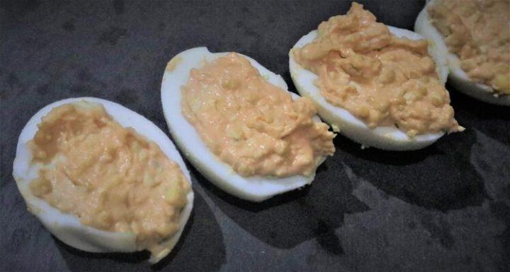Como hacer huevos rellenos receta fácil