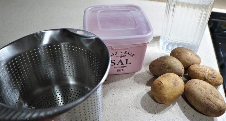 Los ingredientes necesarios para hacer patatas cocidas con Mycook Touch de Taurus