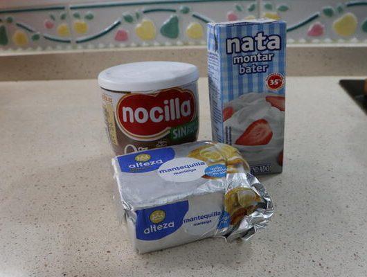 Ingredientes para hacer la cobertura de la tarta de Ferrero Rocher