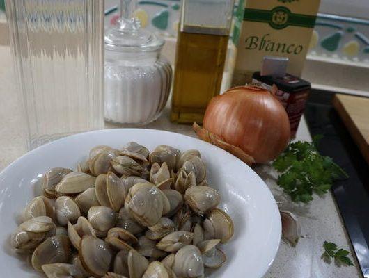 Ingredientes para hacer la almejas a la marinera en Thermoomix