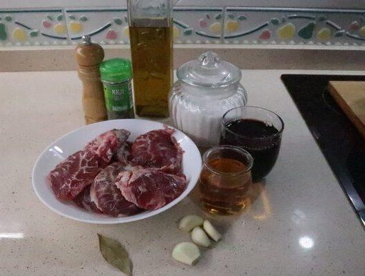 Ingredientes necesarios para hacer las carrilleras al vino con Mambo