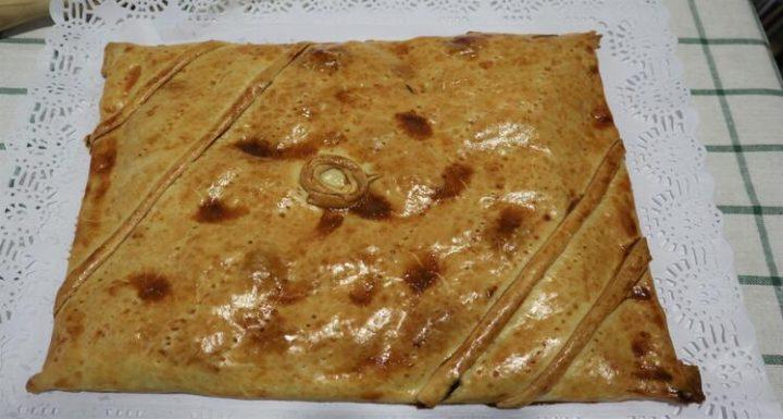 Lista y prepara la empanada casera de beicon y dátiles casera