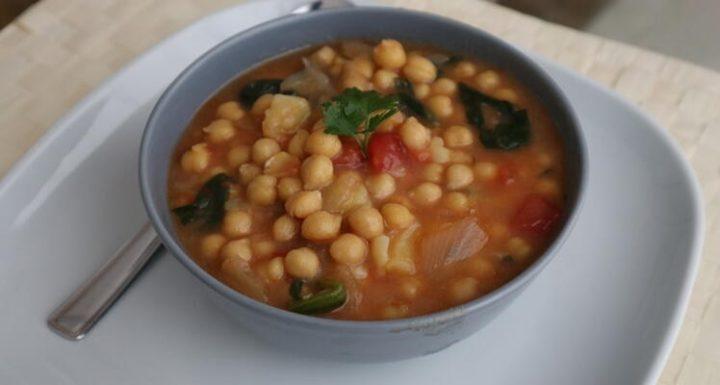 Cómo preparar una fácil y deliciosa receta de garbanzos con espinacas en Mambo