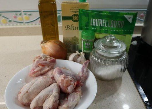 Los ingredientes necesarios para hacer la alitas en salsa