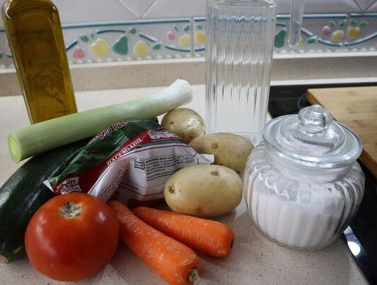 Los ingredientes necesarios para hacer el puré de verduras en la Olla GM