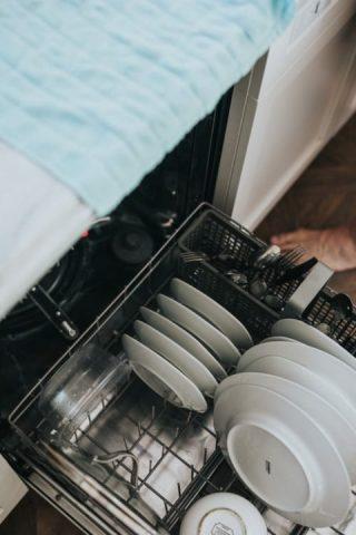 Lavar menaje de cocina con lavavajillas