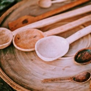 Lavar utensilios de madera de cocina