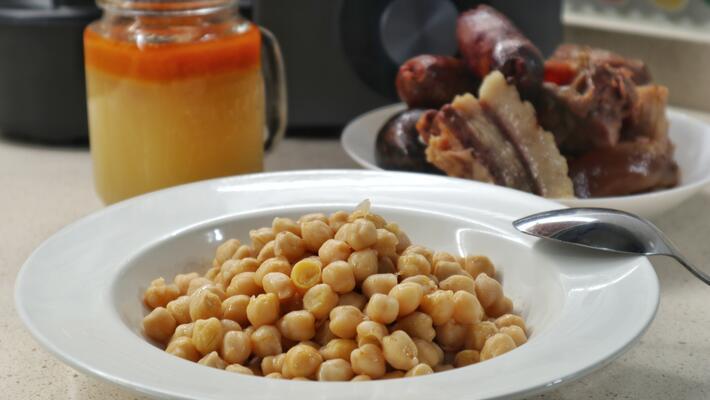 Receta de garbanzos con chorizo en Mambo