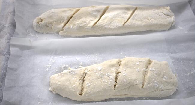 Hacemos la forma del pan y dejamos reposar