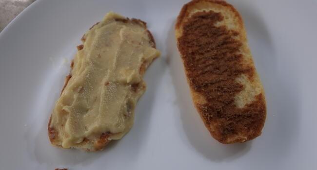 Rellenar los bizcochos con la crema pastelera