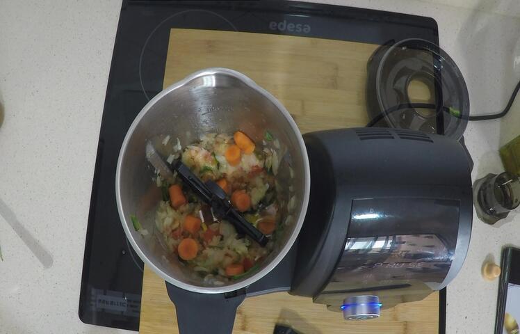 Echamos el resto de las verduras y con la mariposa puesta ssofreímos