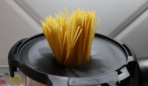 Ponemos los espaguetis con Mambo