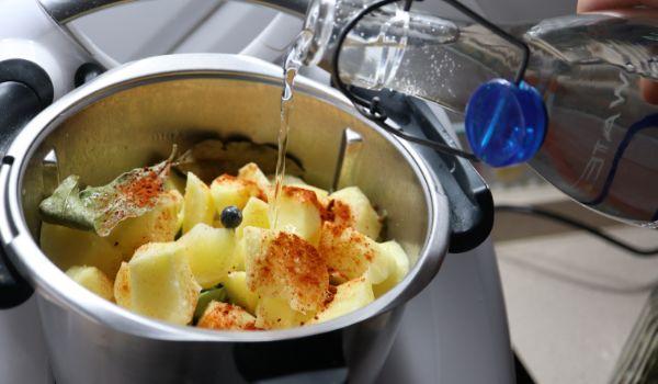 Echamos el resto de los cocinamosingredientes y los