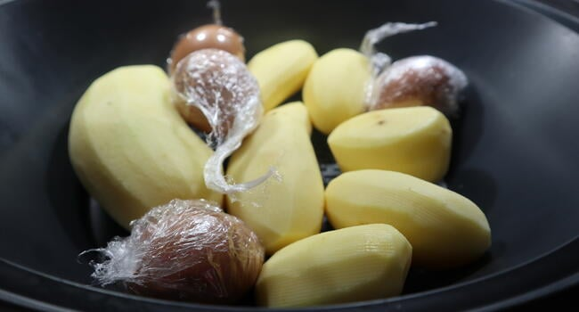 Cocer las patatas y los huevos en el varoma de Thermomix