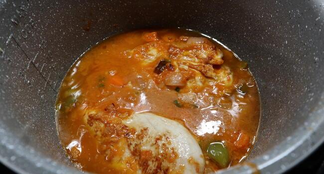 Ponemos las pechugas junto a la salsa y cocinamos