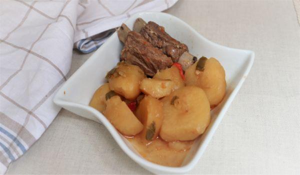 Cómo hacer la receta caseras de guiso de patatas y costillas caseras
