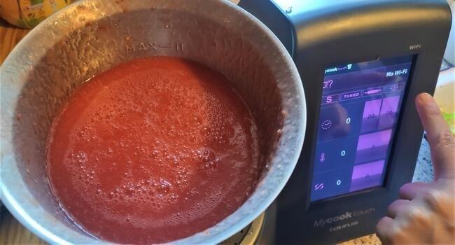 Ponemos para mezclar el tomate y los demás ingredientes