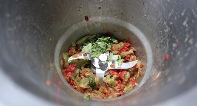 Echamos las verduras para picarlas y hacer el sofrito