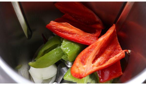 Echamos las verduras y las trituramos