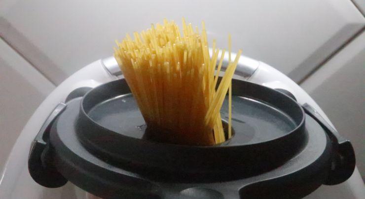 Ponemos los espaguetis con el vocal