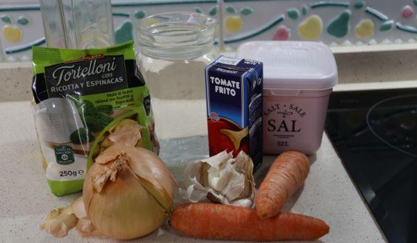 Los ingredientes necesarios para hacer tortellinis con espinacas en Thermomix