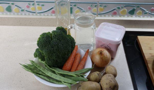 Los ingredientes necesarios para hacer el puré de verdura con Mambo