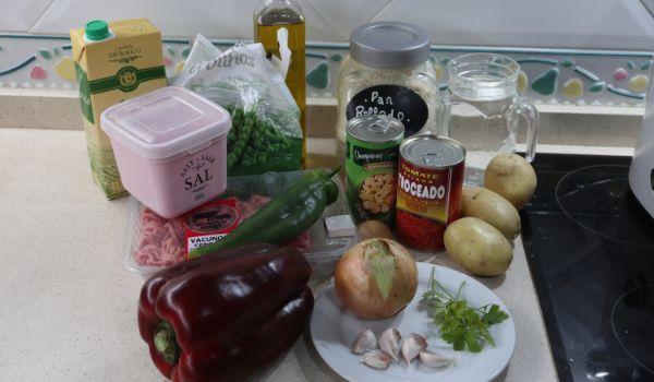 Los ingrediente necesarios para hacer albóndigas a la jardinera con Thermomix