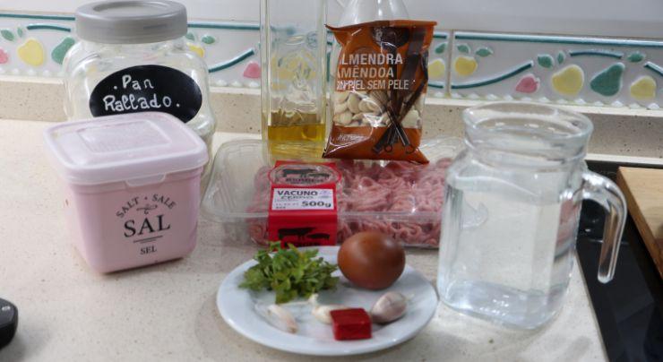 Los ingredientes necesarios para hacer las albóndigas en salsa con Mambo