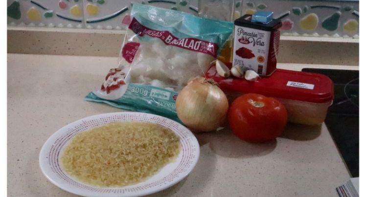 Los ingredientes necesarios para hacer la receta de arroz con bacalao en Thermomix