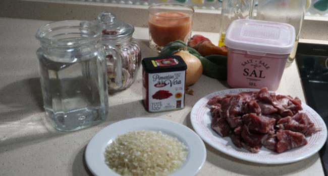 Los ingredientes para hacer arroz con carrilleras en Thermomix