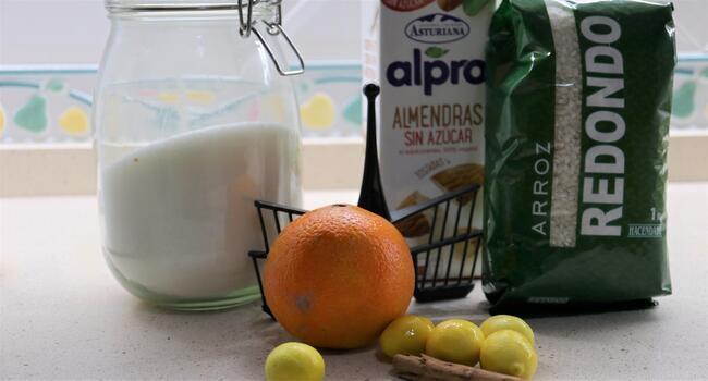 Los ingredientes necesarios para hacer la receta de arroz con leche de almendras